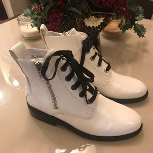 Ladies white Boots